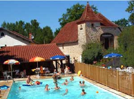 Domaine papillon camping caravaning chalet lodge figeac for Camping figeac avec piscine